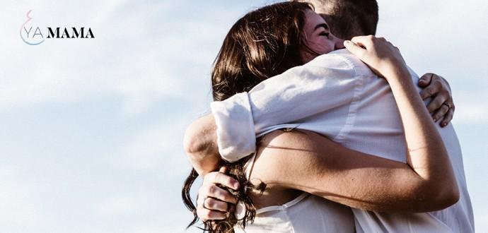 Объятия молодой пары