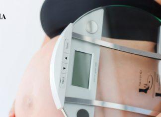 Беременная и весы