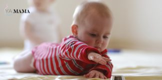Младенец проводит время на животе