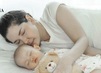 мама спит со своим ребенком