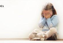 маленькая девочка обижена